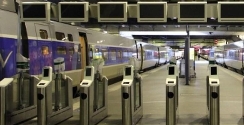 Les quais de la gare de Nantes fermés par des portiques
