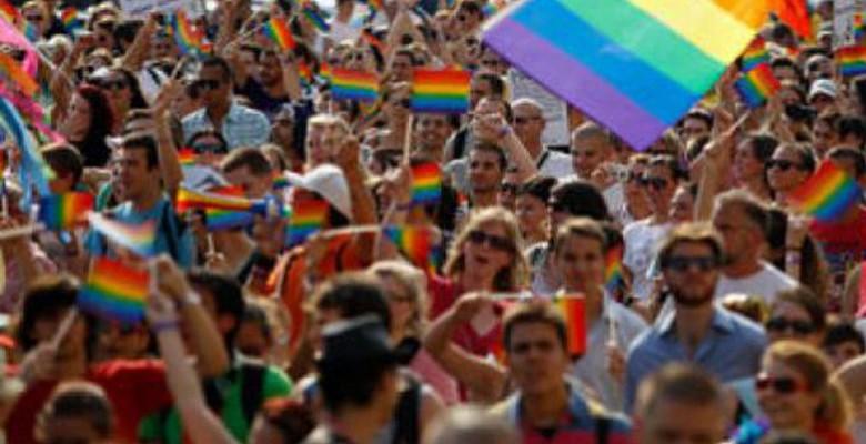 Retour de la Gay Pride dans le centre-ville de Nantes